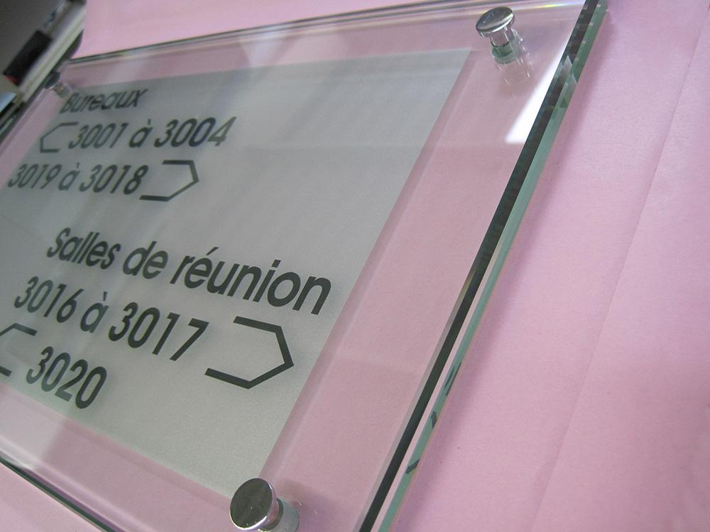 gravure sur verre sur mesure 77 gravure plaque verre. Black Bedroom Furniture Sets. Home Design Ideas